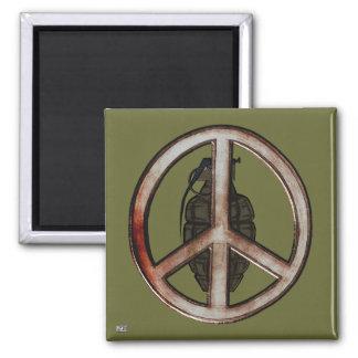 Paz y guerra imán cuadrado