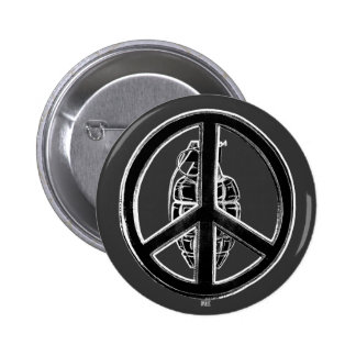 Paz y guerra (negro) pin redondo 5 cm