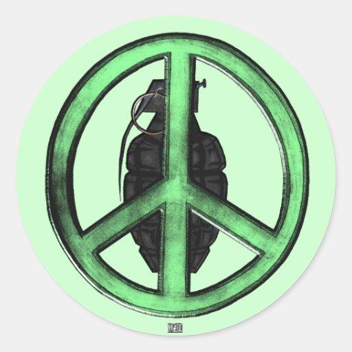 Paz y guerra (verde/gris del metal de arma) pegatinas redondas