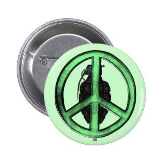 Paz y guerra (verde/gris del metal de arma) pin redondo 5 cm