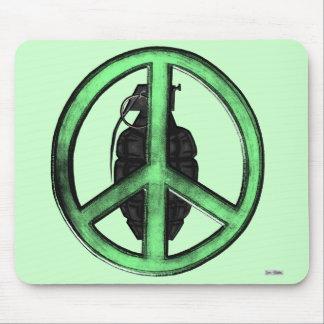 Paz y guerra (verde/gris del metal de arma) alfombrilla de ratón