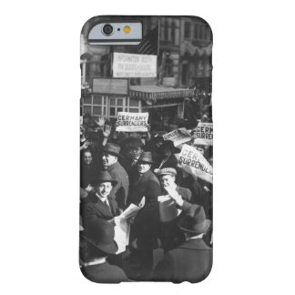 Peace rumor, New York.  Crowd at Times_War Image Barely There iPhone 6 Case