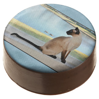 Peaceful Siamese Cat Painting Chocolate Dipped Oreo
