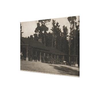 Pebble Beach, CA - casa de campo en los abetos por Lienzo Envuelto Para Galerias