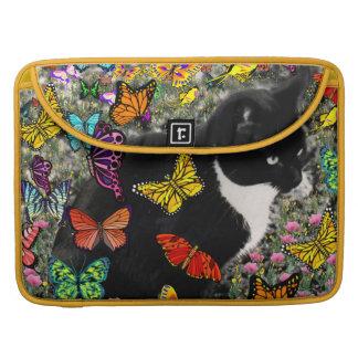 Pecas en las mariposas - gatito blanco y negro fundas para macbooks
