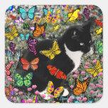 Pecas en las mariposas - negras y el gato blanco pegatina cuadradas personalizadas