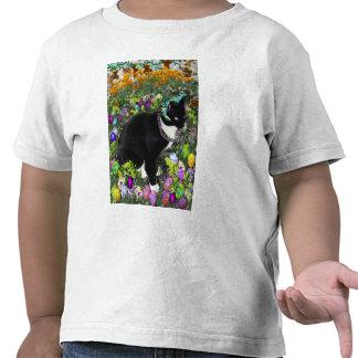 Pecas, gato de Tux, en la caza para los huevos de Camiseta