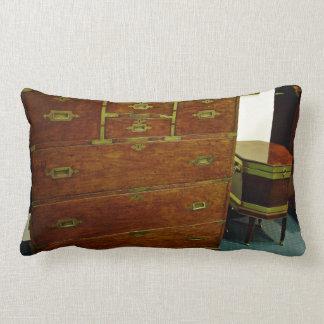 Pecho de cajones antiguo almohadas