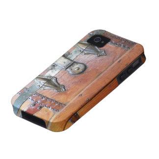 Pecho de madera del tronco con los cierres iPhone 4 funda