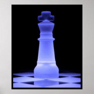 Pedazo azul del rey que brilla intensamente ajedre póster