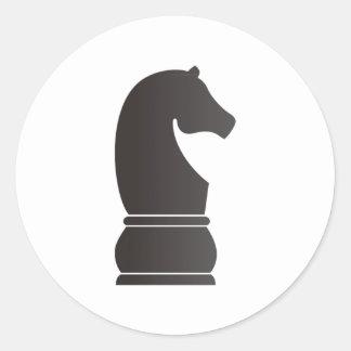 Pedazo de ajedrez del caballero negro pegatina redonda