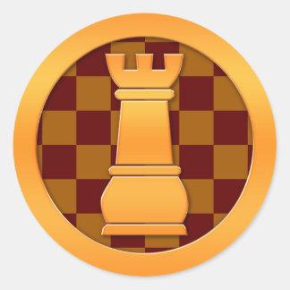 Pedazo de ajedrez del grajo del oro etiquetas redondas