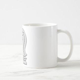 Pedazo de ajedrez metálico fresco del caballero taza de café
