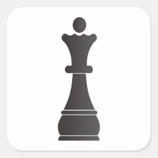 Pedazo de ajedrez negro de la reina pegatina cuadrada