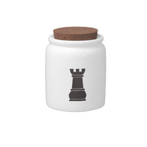 Pedazo de ajedrez negro de la roca plato para caramelo