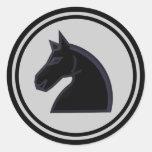 Pedazo de ajedrez negro del caballero del caballo etiquetas redondas