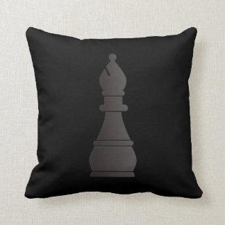 Pedazo de ajedrez negro del obispo cojín