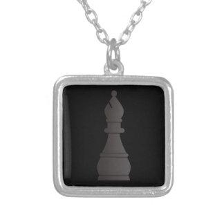 Pedazo de ajedrez negro del obispo colgante cuadrado