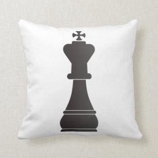 Pedazo de ajedrez negro del rey almohadas