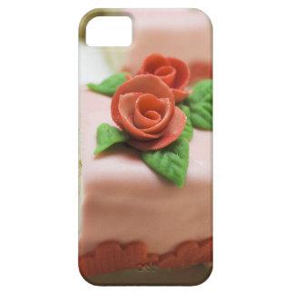Pedazo de torta de cumpleaños con los rosas del iPhone 5 carcasas