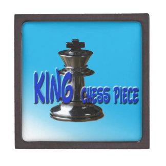 Pedazo del rey ajedrez con el fondo cajas de recuerdo de calidad