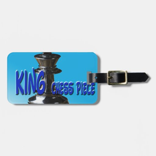 Pedazo del rey ajedrez con el fondo etiqueta para equipaje