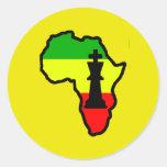 Pedazo negro del rey ajedrez de África Pegatina Redonda