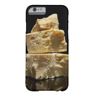 Pedazos apilados del queso de Parmasean Funda De iPhone 6 Barely There