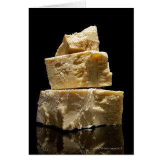 Pedazos apilados del queso de Parmasean Felicitación