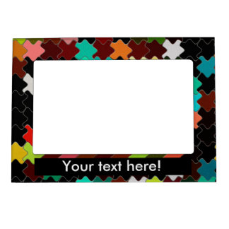 Pedazos coloridos en un fondo negro marcos magneticos de fotos