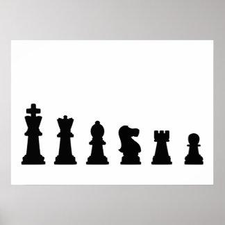 Pedazos de ajedrez negros en blanco poster