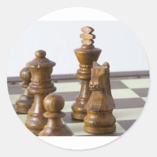 Pedazos de ajedrez negros pegatina redonda