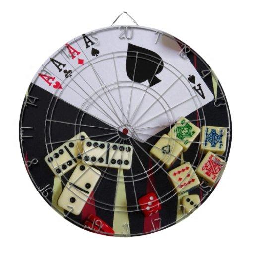 Pedazos del juego del casino de juego tablero de dardos