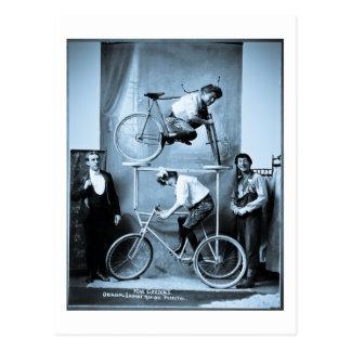 Pedestal móvil insano original de Mae Gordon Postales