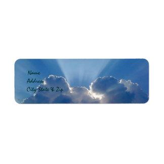 Peekaboo Sun y etiquetas de dirección de las nubes