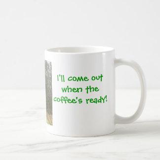 peeking giraffe coffee mug