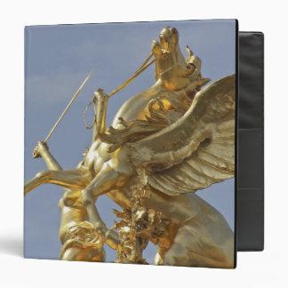 Pegasus statue at the Pont Alexander III bridge Binder