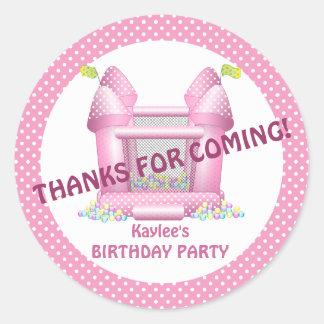 Pegatina animoso rosado del favor del cumpleaños
