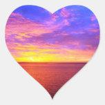 Pegatina ardiente del corazón de la puesta del sol
