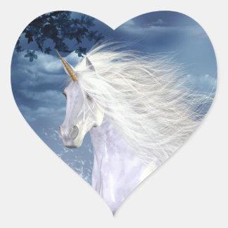 Pegatina blanco del corazón del unicornio de la