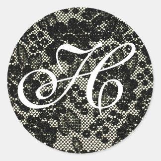 Pegatina blanco y negro con monograma