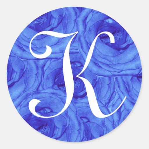 Pegatina color de rosa azul de la letra K del
