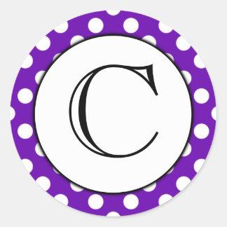 Pegatina con monograma del lunar púrpura y blanco