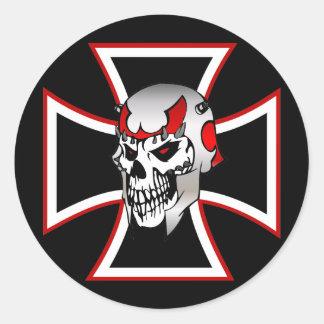Pegatina cruzado del cráneo del hierro