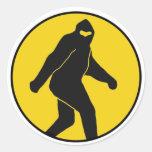 Pegatina de Bigfoot (amarillo)