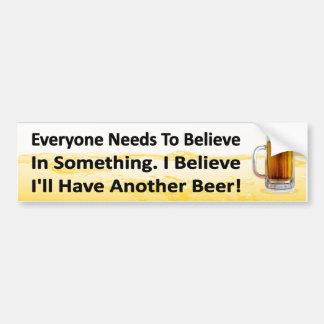 Pegatina de consumición de la cerveza divertida. T Pegatina Para Auto