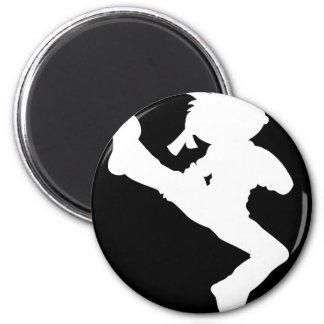Pegatina de la silueta del muchacho del karate imán de nevera
