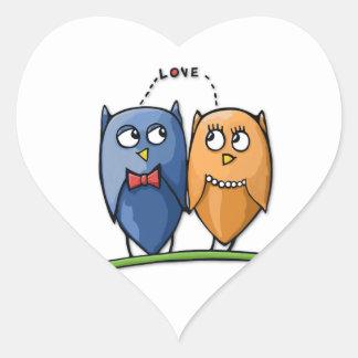 Pegatina del corazón del amor del búho