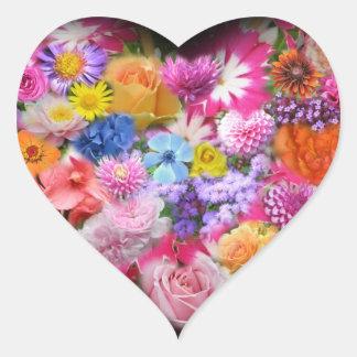 Pegatina del corazón del diseño floral