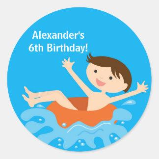 Pegatina del cumpleaños de la fiesta en la piscina